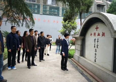 民革武汉市委会机关开展清明祭扫活动