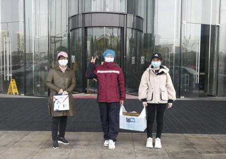 民革武汉市委会慰问援汉民革党员医护人员
